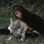 История волков которые спасли мать с ребёнком посреди леса.
